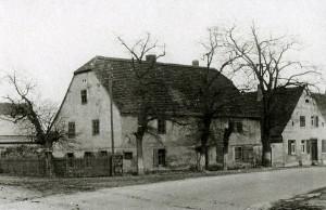 """Magdeburg-Leipziger Chaussee mit  """"Napoleonhaus"""""""