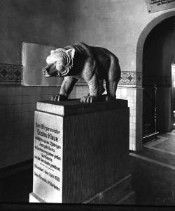 Steinerner Bär , am 1.Juli 1930  gestiftet zu Ehren des damaligen  Bürgermeisters Gustav Klaue